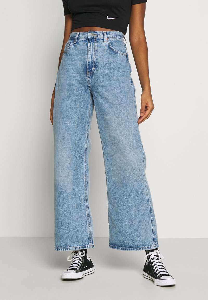 Topshop - SLIM WIDE - Flared Jeans - bleached denim