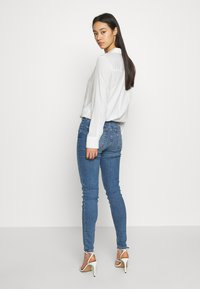 Topshop - ABRAIDED JAMIE - Jeans Skinny Fit - blue denim - 2