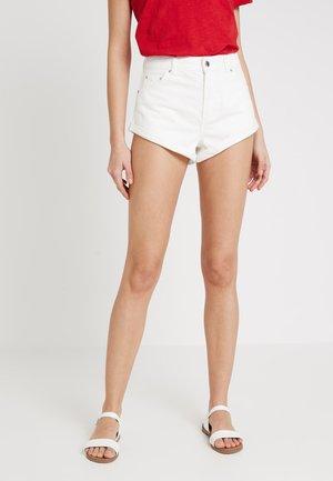 ROLL HEM KIKI - Denim shorts - white