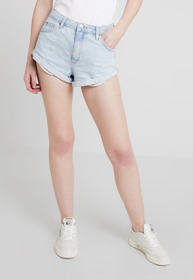 ROLL HEM KIKI - Shorts vaqueros - bleached denim