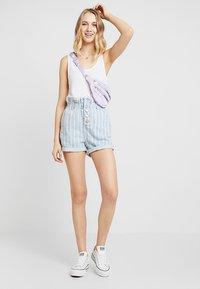 Topshop - STRIPE PAPERBAG - Shorts di jeans - blue denim - 1