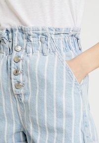 Topshop - STRIPE PAPERBAG - Shorts di jeans - blue denim - 4