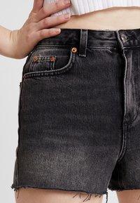 Topshop - MOM - Jeans Short / cowboy shorts - black - 3