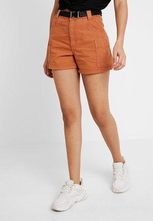 UTILITY BELTED - Denim shorts - rust