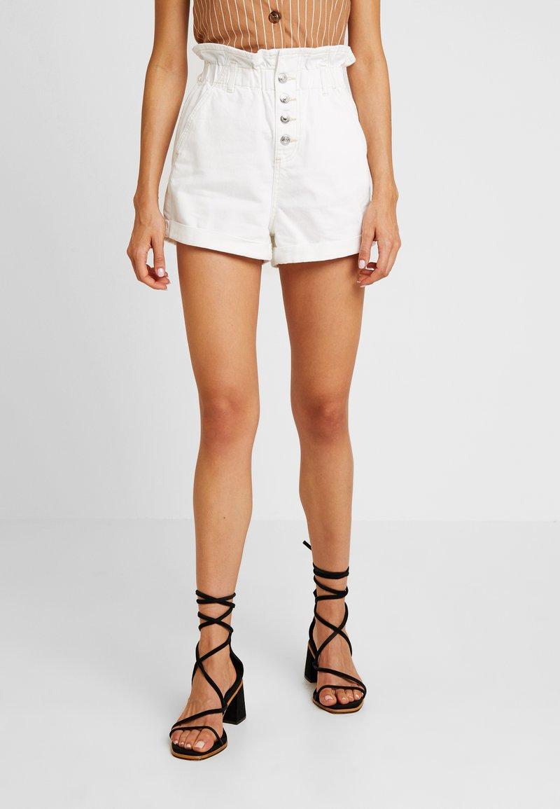Topshop - PAPERBAG - Short en jean - white