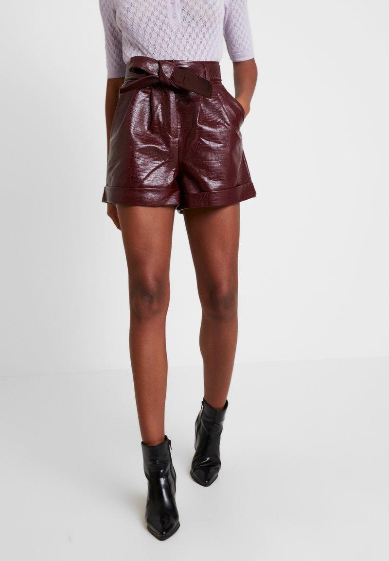 Topshop - CROC - Shorts - bordeaux