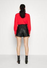Topshop - PAPERBAG - Shorts - black - 2