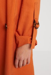 Topshop - HANNAH - Trench - rust - 5