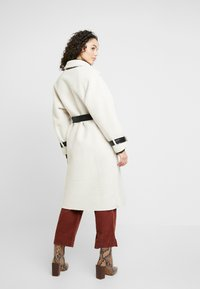 Topshop - ROXY REVERSIBLE TRENCH - Prochowiec - cream - 2