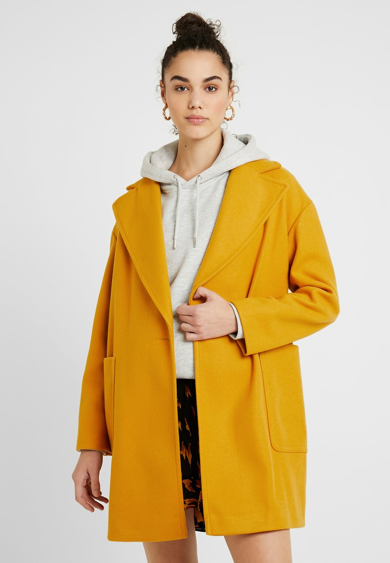 Topshop - CARLY CHUCK ON - Manteau court - mustard