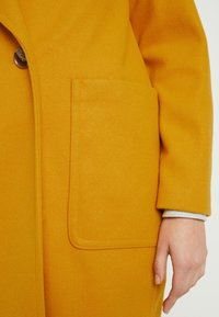 Topshop - CARLY CHUCK ON - Manteau court - mustard - 5
