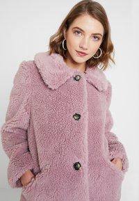 Topshop - BEEBEE BUTTON FRONT BORG - Zimní kabát - dusty pink - 3