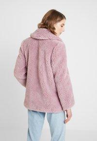 Topshop - BEEBEE BUTTON FRONT BORG - Zimní kabát - dusty pink - 2