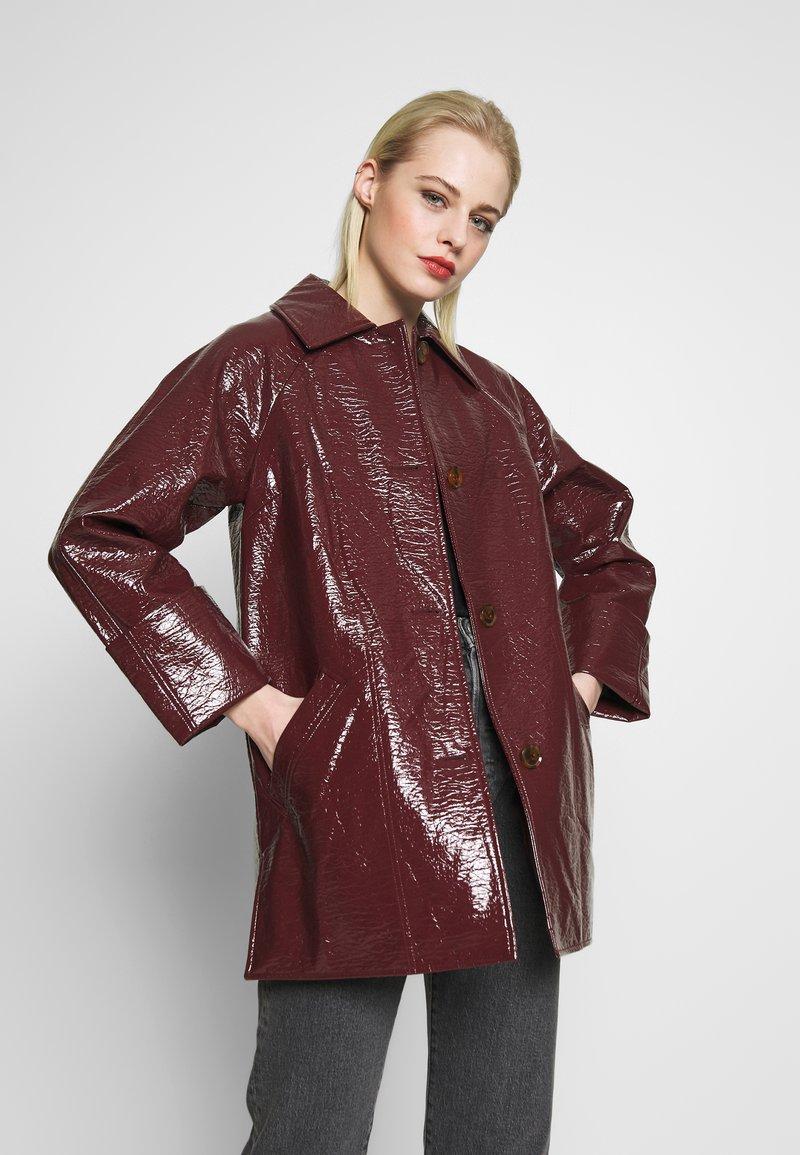 Topshop - VEGA CRINKLE - Płaszcz wełniany /Płaszcz klasyczny - burgundy