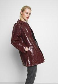 Topshop - VEGA CRINKLE - Płaszcz wełniany /Płaszcz klasyczny - burgundy - 3