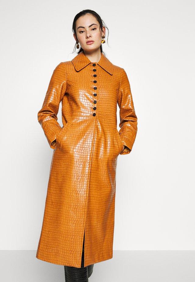 WARWICK REPTILE - Classic coat - tan
