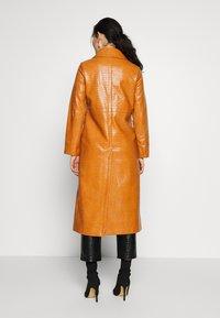 Topshop - WARWICK REPTILE - Classic coat - tan - 2