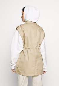 Topshop - SLEEVELESS CROP TRENCH - Smanicato - sand - 2