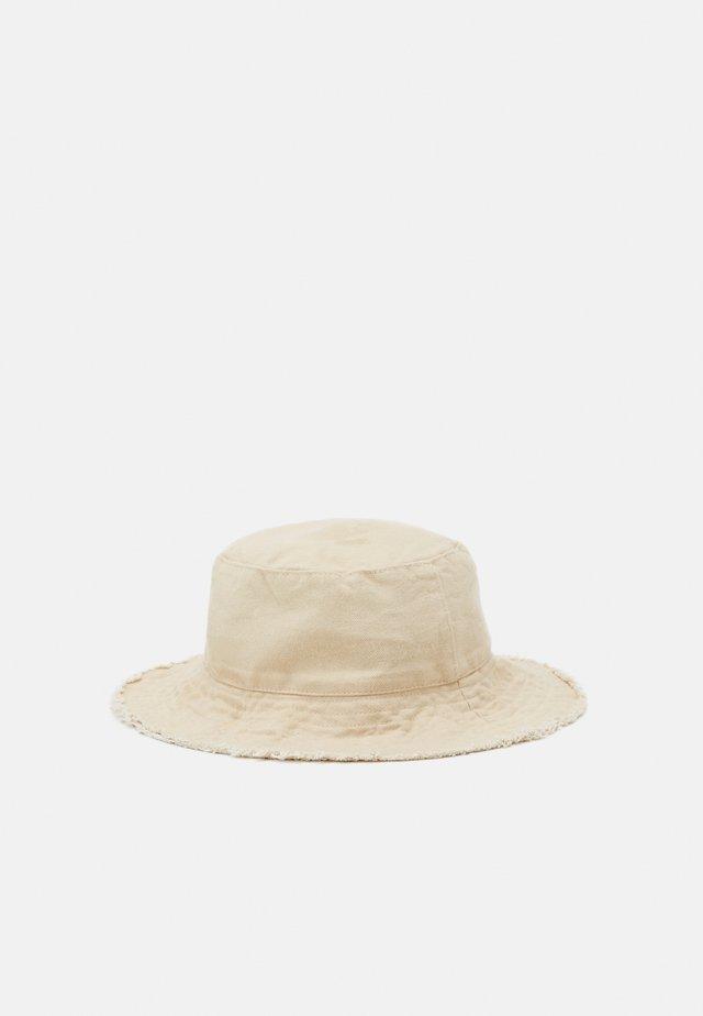 FRAYED EDGE BUCKET - Hat - sand