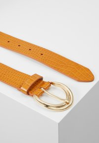 Topshop - TWISTED BUCKLE - Cintura - mustard - 3