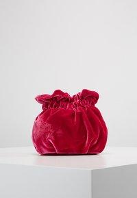 Topshop - VIV LINK POUCH - Bolso de mano - pink - 2