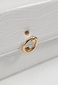 Topshop - CORO BOXY GRAB - Bolso de mano - white - 6