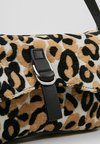 Topshop - ZAMBIA SHOULDER - Bolso de mano - multicolor