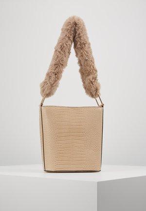 TESS TOTE - Håndtasker - beige