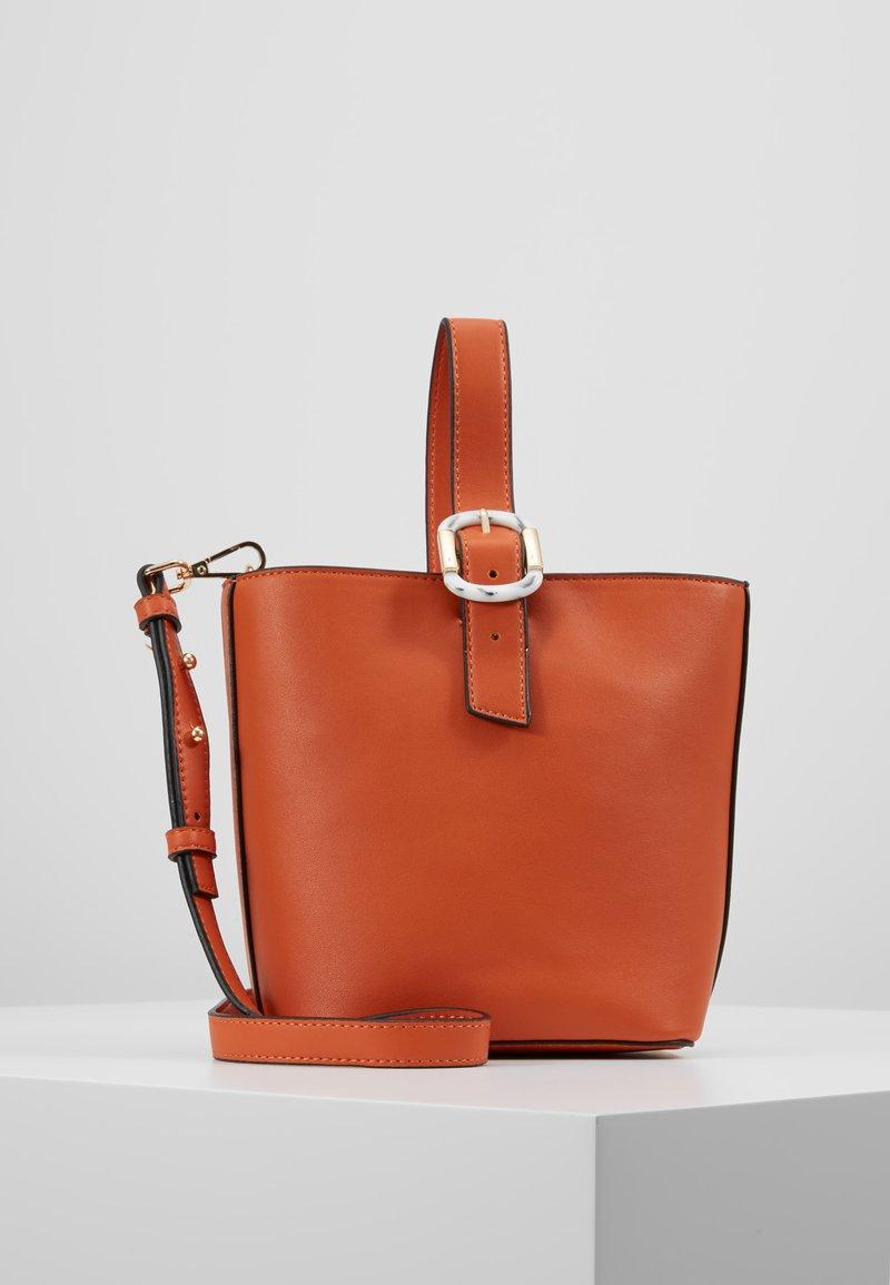 Topshop - TILT BUCKLE TOTE - Handtasche - orange