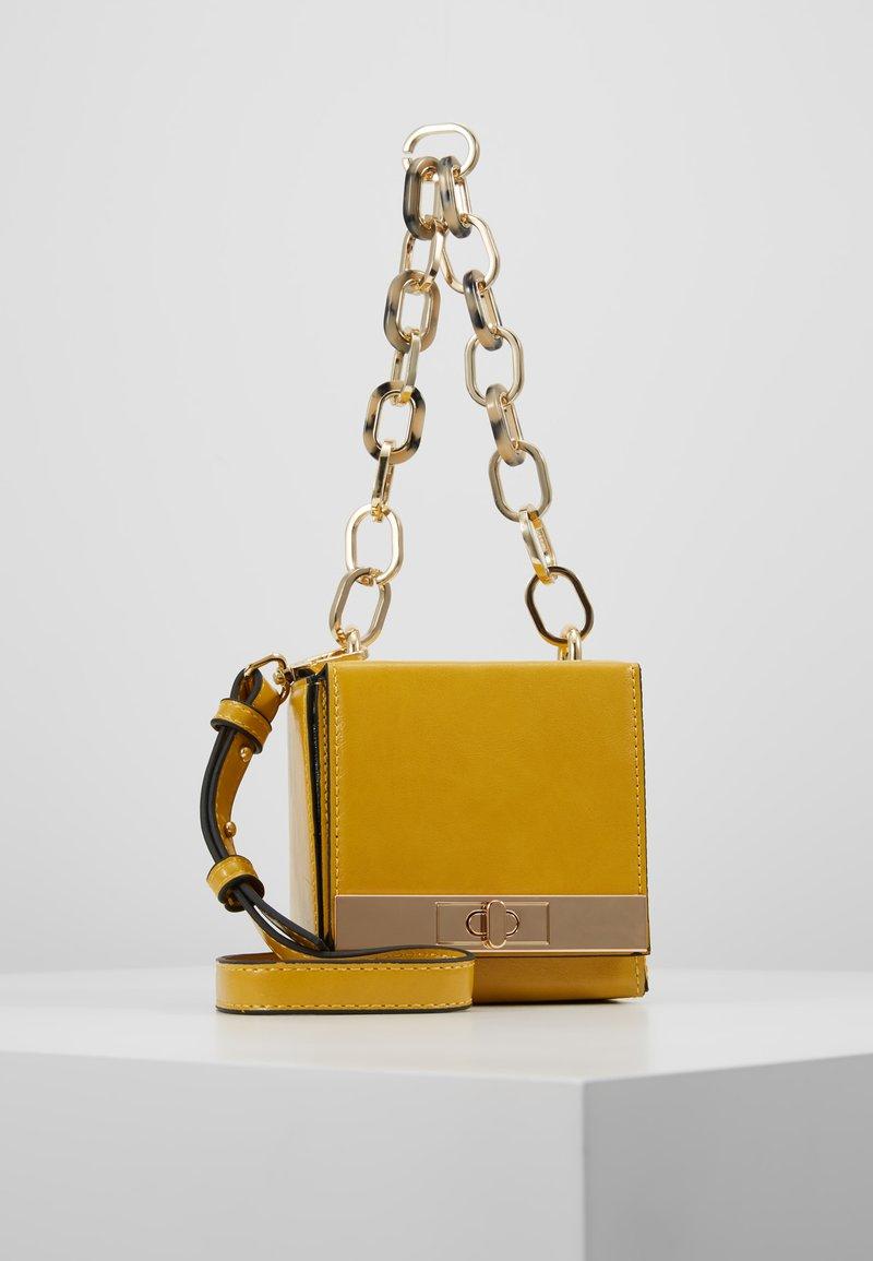Topshop - GLINT BOXY GRAB - Handtasche - yellow