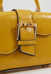 Topshop - MINNY BUCKLE MINI - Handtasche - chartreuse - 6