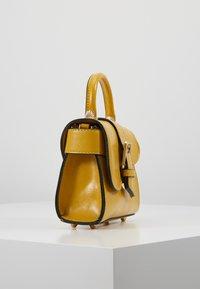 Topshop - MINNY BUCKLE MINI - Handtasche - chartreuse - 3