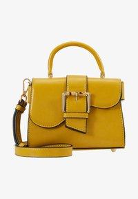 Topshop - MINNY BUCKLE MINI - Handtasche - chartreuse - 5