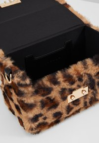 Topshop - FIZZ BOX GRAB - Borsa a mano - brown - 4