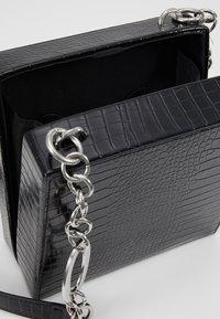 Topshop - SNAKEY BOXY SHOULDER - Taška spříčným popruhem - black - 4