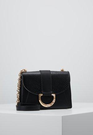 CALI XBODY - Across body bag - black