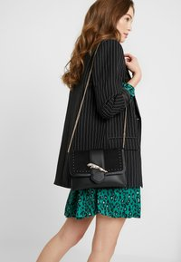 Topshop - LEAPING LEOPARD - Torba na ramię - black - 1