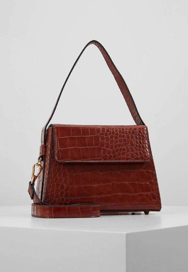 GURU BOX GRAB - Handtasche - rust