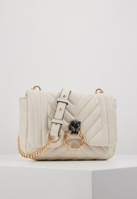 Topshop - CARL PANTHER QUILTED TROPHY - Bandolera - white - 0