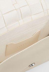 Topshop - WEAVE BODY - Sac bandoulière - white - 3