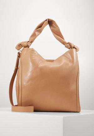 RUCHED STRAP HOBO - Shoppingväska - camel