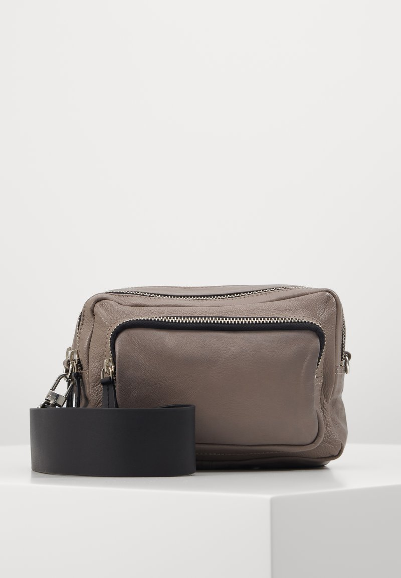 Topshop - CAMERA CROSSBODY BAG - Bandolera - grey