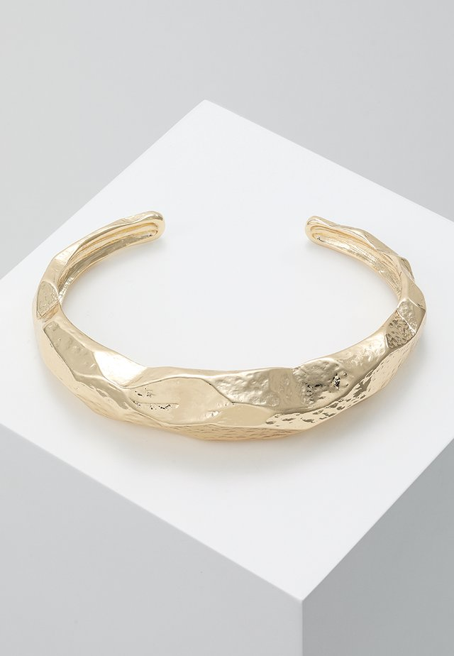 HAMMERED IREGULAR CUFF - Bracciale - gold-coloured