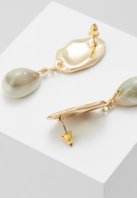 Topshop - HAMMERED DISC AND SHELL DROP - Boucles d'oreilles - gold-coloured - 2