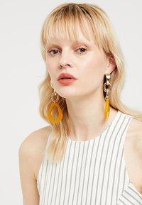 Topshop - LINK DROP EARRINGS - Orecchini - orange - 1
