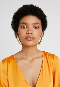 Topshop - OVERSIZED - Earrings - gold-coloured - 1