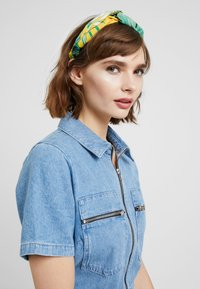 Topshop - MUST LEAF PRINT - Hair Styling Accessory - yellow - 1