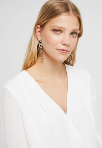Topshop - PAVE LINKED EARRING - Náušnice - silver-coloured - 1