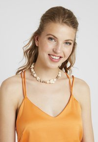 Topshop - CLUSTER CHOKER - Necklace - cream - 1