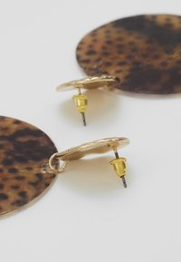 Topshop - LEOPARD DISC EARRING - Oorbellen - brown - 2